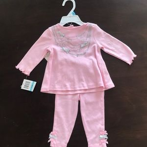 NWT Guess Outfit size 6-9 mo